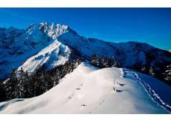 104197,地球,山,山脉,冬天的,雪,森林,蓝色,天空,壁纸