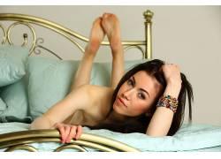 人,Femjoy杂志,黑发,脚,在床上,看着观众,美女,模特1719