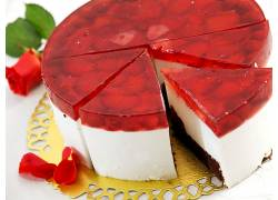 甜蜜红色慕斯蛋糕