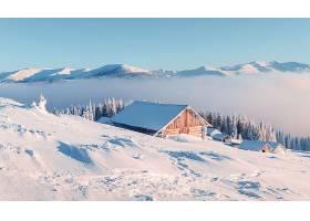 雪山木屋美景