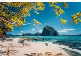 蓝天白云与岛屿海滩美景