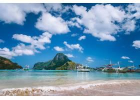 岛屿与蓝天白云美景