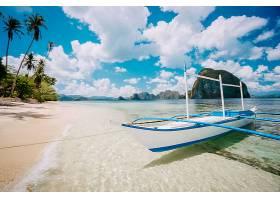 海滩渔船美景