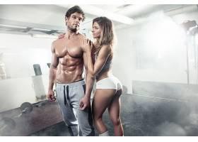 外国健身夫妻