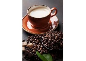 白咖啡与咖啡豆