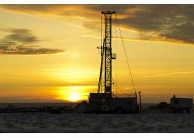 黄昏日落与海上工业