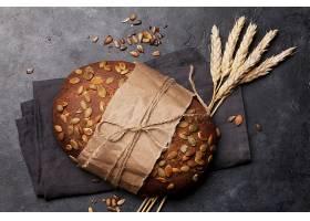 坚果小麦面包