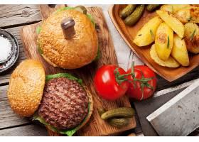 美味汉堡包与小菜