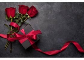 三只玫瑰与丝带礼盒