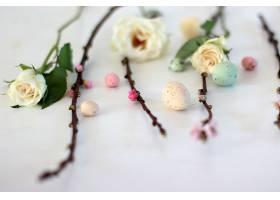 玫瑰花枝与彩蛋