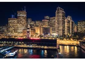 金色港口建筑夜景