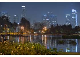 城市薄雾与灯光夜景