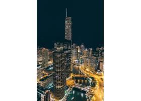 中心高楼夜景