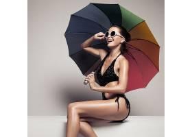 彩色雨伞与性感美女