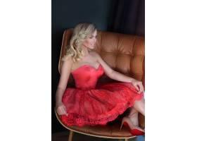 红衣礼物的性感美女