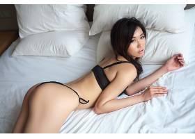人,亚洲,女用贴身内衣裤,黑发,看着观众,屁股,在床上,美女,模特11