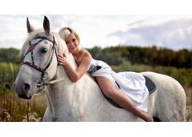 人,美女,金发,马,连衣裙,腿,紧身衣,动物,微笑,模特,看着观众2163
