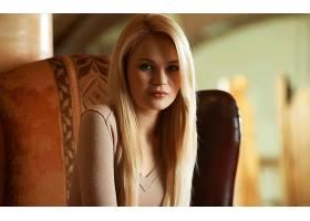 人,金发,塔利亚樱桃,美女,看着观众,椅子,模糊,软梯度,毛线衣,直图片