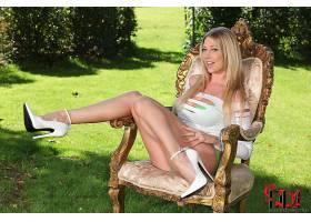 人,高跟鞋,腿,金发,户外的女人,短剑,椅子,微笑,长发,美女,坐在,