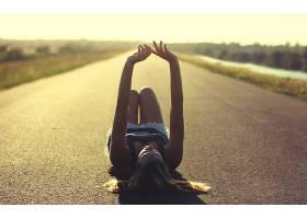 人,黄金时段,路,美女,模特,躺着,晴朗,胳膊,躺在后面,金发,阳光,