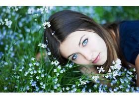 人,蓝眼睛,性质,美女,花卉,户外的女人,蓝色的花朵,看着观众28612