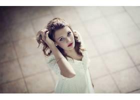人,美女,黑发,蓝眼睛,白色礼服,过滤,在头上的手,抬头看,模特,面