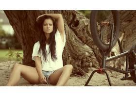 人,黑发,美女,模特,自行车,张开双腿,牛仔短裤,克里斯蒂娜乌尔里图片