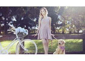 人,金发,黥,短裙,狗,自行车,花卉,模特,美女,有自行车的美女,连衣