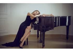 人,钢琴,美女,黑发,长发,模特,连衣裙,坐在,高跟鞋,闭着眼睛,在室