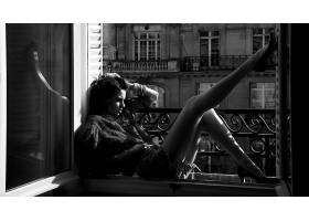 人,美女,单色,腿,窗台,阳台,黑发,反射,模特,长发,高跟鞋,短剑,牛