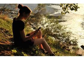 人,户外的女人,美女,黑发,湖,坐在,微笑,水,在户外,模特64916