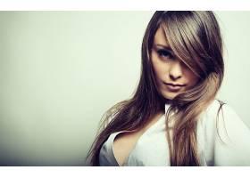 人,美女,白色背景,黑发,模特,简单的背景,看着观众,长发,头发在脸