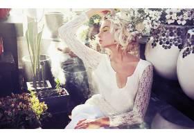 人,美女,时尚,模特,金发,花瓶,白花,白色的衣服,闭着眼睛,眼影337图片