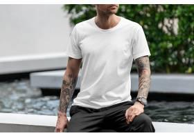 时尚男性T恤VI样机