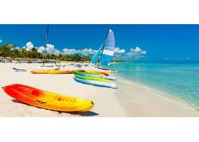 夏天海滩冲浪船只背景图片