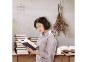看书的美女