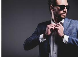时尚男模特西装服饰效果展示