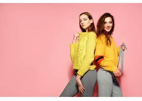 时尚潮流女性二人组