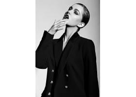 黑白商务女性艺术照