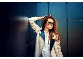 现代时尚女性