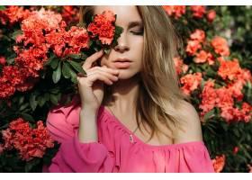文艺花卉背景与女性