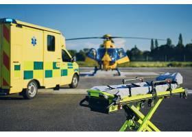 医护人员的抢救紧急救援救护车飞机推车