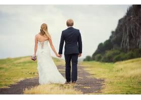 新式浪漫新娘新郎婚纱照背影