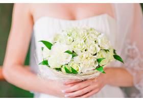 握着花束的新娘