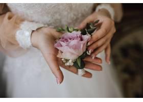 恋人手里的玫瑰花卉