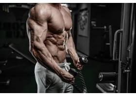 健身房肌肉教练肌肉展示
