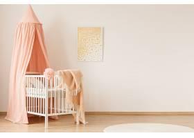粉色淡雅时尚婴儿房间设计