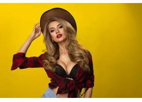时尚性感格子衫金发女性图片