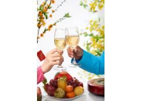 用酒庆祝新年_569817001