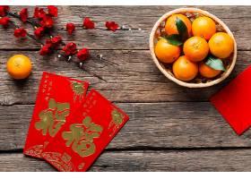 木桌上的红色礼包红包背景